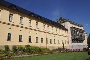 Jižní fronta zámku Nižbor